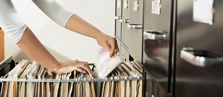 Por que usar prontuário de papel é ineficiente em consultórios médicos?