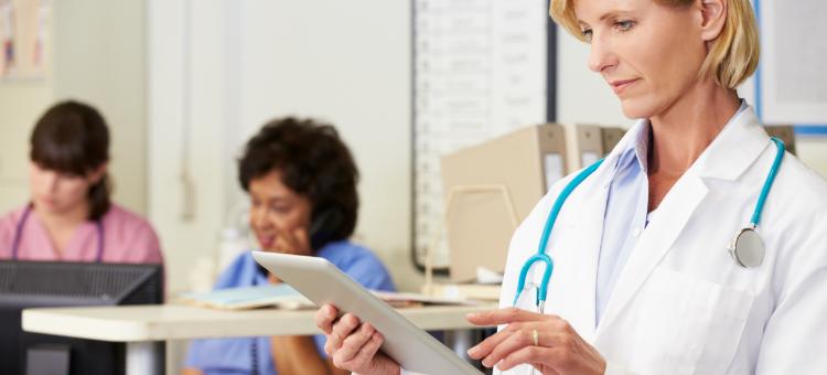 Sucesso garantido: 5 vantagens de ter um software para médicos na clínica