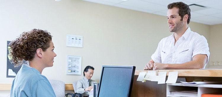 Recepcionista de Consultório: profissional fundamental no atendimento