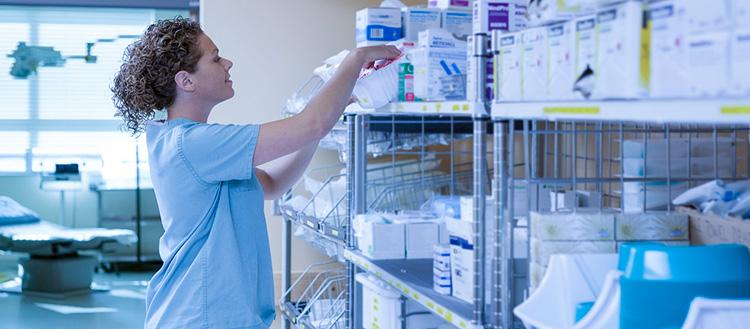 Gestão de estoque na clínica: 4 dicas para otimizar o dia a dia da secretária