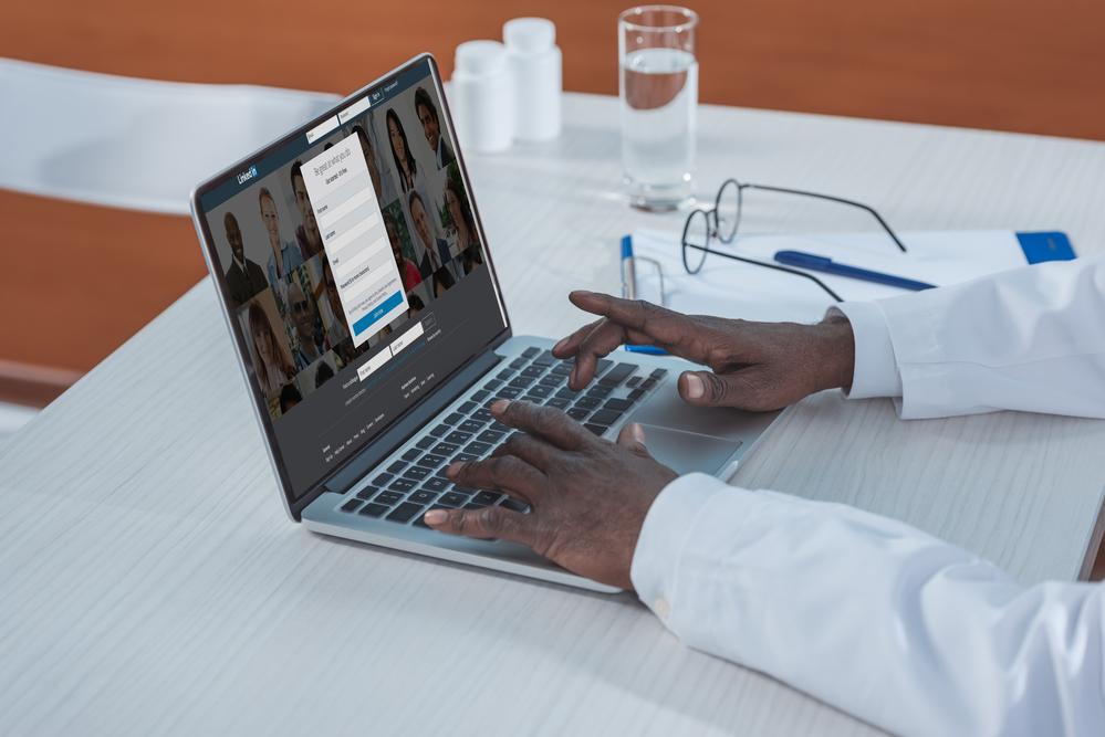LinkedIn para médicos: saiba como utilizá-lo na sua clínica